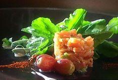 Salade de roquette et tartare de saumon fumé Fish Recipes, Appetizer Recipes, Appetizers, Quebec, Salmon Tartare, Ham, Entrees, Sandwiches, Food