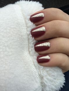 Matte nails Burgundy, gold mate