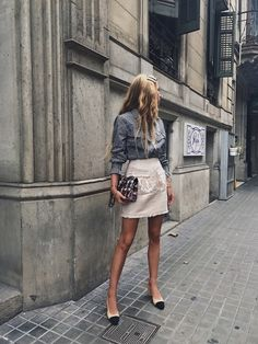 Street Style Spring See All The Best Looks Women's Summer Fashion, Look Fashion, Fashion Outfits, Womens Fashion, Fashion Tips, Fashion Design, Feminine Fashion, Feminine Tomboy, Fashion Websites