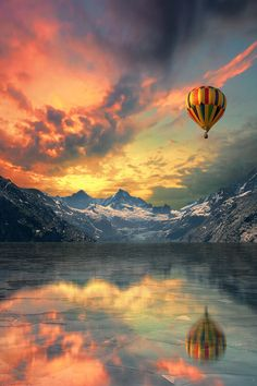hot air balloons over the waterfall at sunset Elemental Fire and Beautiful Sky, Beautiful World, Beautiful Places, Beautiful Scenery, Lightroom, High Contrast Photography, Nature Photography, Travel Photography, Fuerza Natural