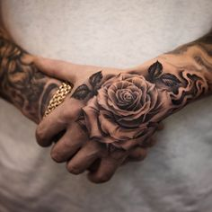 70 Brilliant Hand Tattoos for Men and Women - Straight Blast.- 70 Brilliant Hand Tattoos for Men and Women – Straight Blasted by Stephan Milovanov - Cool Tattoos For Girls, Rose Tattoos For Men, Hand Tattoos For Guys, Finger Tattoos, Men Tattoos, Mens Hand Tattoos, Small Tattoos, Tattoo Main, Chicanas Tattoo