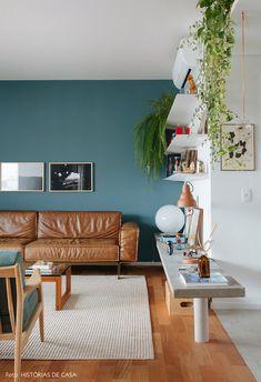 first home decor Flur Design, Hall Design, Living Room Tv, Small Living Rooms, Colourful Living Room, Vintage Interiors, Blue Walls, Contemporary Interior, Home Decor Inspiration