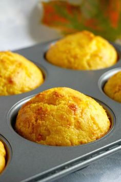 Savoury Cheddar Cornbread Muffins with a chilli kick, some seriously delicious vegetarian bites to make this Fall. They are ready in well under 30 minutes, and are a big hit on Game Day too. Savory Cornbread Recipe, Healthy Cornbread, Cornbread Cake, Cornmeal Recipes, Cornbread Muffins, Healthy Muffins, Cornmeal Muffins Recipe, Bran Muffins, Quiche Recipes