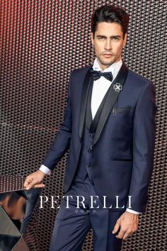 Look esclusivi e ricercati distinguono la nuova collezione abiti da sposo  2017 firmata Petrelli Uomo. Vieni in atelier da Gabriella Sposa in Toscana e  ... edbeec027c9