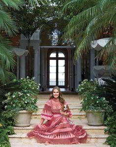 15 Items That Inspire Aerin Lauder's Palm Beach Aesthetic Photos Quirky Home Decor, Home Decor Kitchen, Cheap Home Decor, Aerin Lauder, Palm Beach Gardens, Beach Aesthetic, Celebrity Houses, Beachwear For Women, Classic House