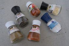 Zelf een kruidenmix maken is helemaal niet moeilijk. We laten je vandaag zien hoe je zelf een Mexicaanse kruidenmix kunt maken. Je kunt de kruidenmix gebruiken voor het op smaak brengen van bijvoorbee