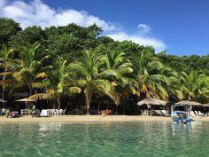Playa de las Estrellas isla Colón.  Starfish beach Colon island.  Bocas del Toro Panamá.  #bocasdeltoro #playabrisaymar #comidadeliciosa #beachtime #deliciousfood
