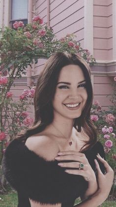 Lana Del Rey Lyrics, Lana Del Ray, Pretty People, Beautiful People, Most Beautiful, Elizabeth Grant, Aesthetic Girl, Pretty Woman, Amazing Women