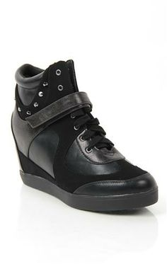 Sneaker Wedge with Mixed Material and Studs