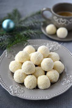 Miękkie trufle z serka mascarpone, białej czekolady i wiórków kokosowych, z dodatkiem likieru kokosowego. Są słodkie i rozpływają się w...