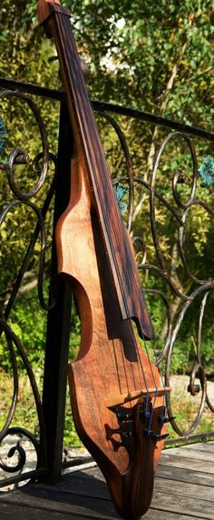 Dahrendorf Guitars Stick Bass --- https://www.pinterest.com/lardyfatboy/