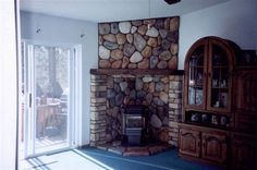 Newest Totally Free Pellet Stove design Ideas Pellet cookers are a great way to spend less whilst warm through individuals laid back winter time in home. Wood Burning Stove Corner, Corner Stove, Stove Fireplace, Fireplace Design, Plywood Furniture, River Rock Fireplaces, Corner Fireplaces, Wood Pellet Stoves, Garage Renovation