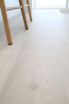 lehtikuusilaminaatti Hardwood Floors, Flooring, Anna, Interior Design, Ideas, Bucket Lists, Sweet Home, Beach, House