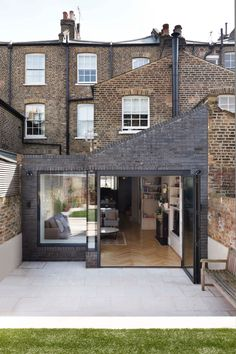 Victorian Family House in London Gets Fresh Redesign 15 Victorian Terrace House, Victorian Home Decor, Victorian Homes, Terraced House, House Extension Design, House Design, Style At Home, Rear Extension, Extension Ideas