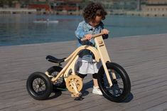 A complete innovation in children riding toys! The wooden Leg&Go through 8 modifications teaches walking, balancing and pedaling to children of 8 months to 6 years. Wooden Bicycle, Wood Bike, Kids Bicycle, Wooden Leg, Kids Ride On Toys, Kids Toys, Baby Bike, Balance Bike, Wood Toys