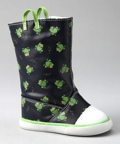 These funny frog rain boots are perfectly puddle-ready thanks to a waterproof coating. The cushioned footbed and upper wrap teeny toes in cozy comfort, while a hook and loop closure running down the side keeps rainy day feet secure.