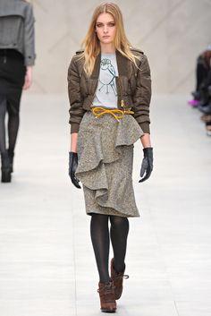 На фото модели демострируют коллекцию Burberry Prorsum осень-зима 2012/ 2013: удивить не удалось