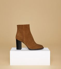 aeyde collection n01 DIDI - Classic smooth cognac brown ankle boot made of finest suede calfskin leather. With its soft insole and 9 cm heel, this shoe makes every style comfortable and elegant.
