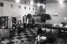Hotelli Helsinki, nyk. Original Sokos Hotel Helsinki, vastaanotto, aula. Sokos Hotelleissa työskenteli pikkoloita aina 1990-luvun alkuun asti. #sokoshotels40