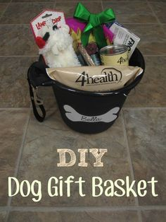 DIY gift basket idea for dogs for christmas. Or for use at a raffle or to donate to a shelter or humane society. Dog Christmas Presents, Christmas Gift Baskets, Diy Christmas Gifts, Diy Dog Gifts, Diy Gifts Cheap, Baby Gifts, Best Gift Baskets, Personalized Christmas Gifts, Personalized Baby