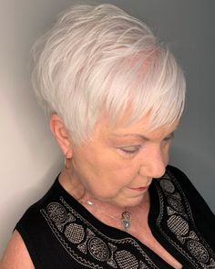 Feathered Pixie Haircut For Women Over 70 feines haar brille grau The Best Hairstyles and Haircuts for Women Over 70 Short Hair Over 60, Short White Hair, Super Short Hair, Short Hair Older Women, Haircut For Older Women, Short Hair With Layers, Mom Hairstyles, Hairstyles Over 50, Short Hairstyles For Women