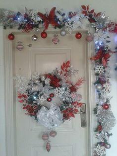Christmas Swags, Christmas Door, Christmas Decorations To Make, Christmas Holidays, Christmas Ornaments, Christmas Interiors, Theme Noel, Beautiful Christmas, Holiday Crafts
