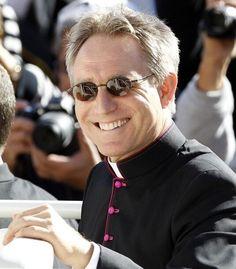 Ma prédiction du prochain Pape: Georg Gänswein. Souvenez vous que j'aurai été le premier à le prédire... À suivre! http://www.parismatch.com/Actu-Match/Monde/Actu/Une-gueule-d-ange-au-Vatican-460975/