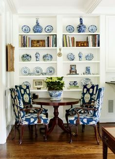 Impressive French Country Living Room Design To This Fall Ideas 39 Blue Rooms, White Rooms, Home Interior, Interior Design, Modern Interior, French Country Living Room, Chinoiserie Chic, White Decor, Living Room Kitchen