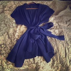 Jones New York Women's cardigan XL Worn once XL Jones New York short sleeve cardigan with belt. 100% wool.great for fall Jones New York Sweaters Cardigans