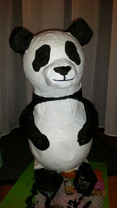 Surprise panda Papier mache Animal Projects, Valentines Diy, Stuff To Do, Recycling, Creations, Kawaii, Diy Crafts, Halloween, Disney Characters