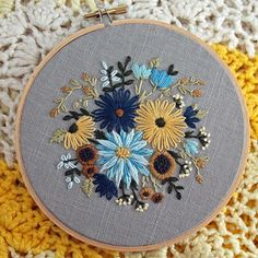 Love this floral embroidery design. This embroidery wall art would look great on a wall Floral Embroidery Patterns, Embroidery Monogram, Hand Embroidery Stitches, Embroidery Hoop Art, Hand Embroidery Designs, Ribbon Embroidery, Cross Stitch Embroidery, Sewing Art, Crochet
