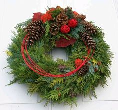 Fri-Collection tomb jewelry dead Sunday tomb of All Saints with Koniferengrün freshly bound 50 cm Christmas Flower Arrangements, Christmas Greenery, Christmas Flowers, Christmas Centerpieces, Outdoor Christmas, Rustic Christmas, Christmas Time, Floral Arrangements, Christmas Crafts