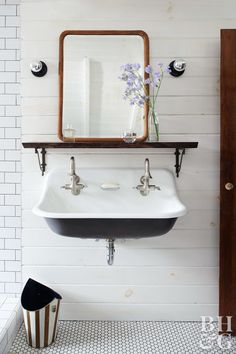 Home Remodeling Bathroom Relishing the quirkiness of a 1907 schoolhouse, HGTV star Leanne Ford uses come-as-you-are vintage finds and high-contrast neutrals to fashion a cool retreat. Vintage Bathroom Sinks, Vintage Sink, Small Bathroom Sinks, Bathroom Ideas, Pedestal Sink Bathroom, Bathroom Photos, Gold Bathroom, Bathroom Layout, Washroom