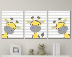 Cet ensemble de trois tirages d'art pépinière dispose d'une girafe jaune et grise sur chaque tirage avec un fond rayé gris. Ces estampes sont parfaits pour une pépinière de garçons de bébé ou chambre d'enfant bébé filles. Vous pouvez changer les couleurs de cet ensemble selon vos besoins et