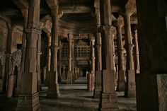 The mosque Jama Masjid is the most splendid mosque of Ahmedabad, built in 1424 during the reign of Ahmed Shah. Lying in the old party of city, the mosque is situated opposite to Mahatma Gandhi Road, on the eastern side of Teen Darwaza. - India