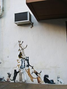 street art:  Miami, AZ - climbing cats