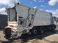 Śmieciarko-myjka do pojemników na odpady NTM KGHH-KW KOMUNAL WASH na podwoziu MAN TGM dla firmy SITA SUEZ Kraków. Wheelie bin washers, washing bins garbage container truck NTM KGHH-KW, garbage collector, garbage trucks, garbage compactor, refuse truck, light truck, dump garbage trucks. Müllfahrzeug, Behälterwascheinrichtung NTM KOMUNAL WASH entleert und reinigt Sammelbehälter,