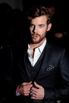 harry treadaway -