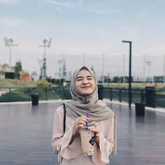 Casual Hijab Outfit, Hijab Chic, Hijab Dress, Beautiful Muslim Women, Beautiful Hijab, Modern Hijab Fashion, Muslim Fashion, Islam Women, Muslim Hijab