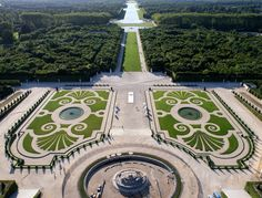 Aerial View Of The Domain Of Versailles Palace - The Ask Idea Kennedy Jr, Rose Kennedy, Versailles Garden, Palace Of Versailles, Clarence House, Landscape Architecture, Landscape Design, Garden Design, Slim Aarons