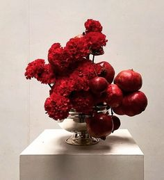 Pomegranates and fluffy deep red sim carnations via Flowers Victoria on FB Flower Pot Design, Flower Designs, Ikebana, Flower Vases, Flower Pots, Flora Design, Modern Flower Arrangements, Holiday Centerpieces, Japanese Flowers