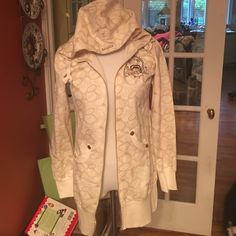 NWT ECKO-RED New York Long Zip Up Hoodie/Jacket NWT Ecko-Red cream long zip up hoodie with gold hardware. It has 2 side pockets and an adjustable hood. Super cute AND comfy! Ecko-Red Tops Sweatshirts & Hoodies