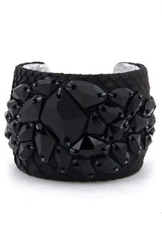 Black cuff bracelet via:achadosdaliedaqui -  Imgend