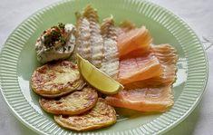 smoked salmon with potato pancakes