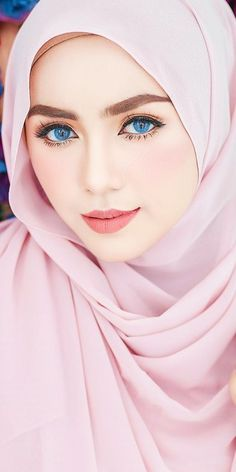 Photography: Modern Muslim woman in Hijab with beautiful eyes and eyelashes Beautiful Hijab Girl, Beautiful Muslim Women, Beautiful Girl Photo, Gorgeous Eyes, Pretty Eyes, Beautiful Asian Girls, Hijabi Girl, Girl Hijab, Hijab Dp