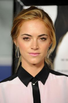 Would you love to be familiar with right now? Emily Wickersham was born in the year 1984 on the of April and she is a famous American actress. Emily Tennant, Emily Wickersham Ncis, Ncis Series, Blake Anderson, Little Palm Island, Ncis Characters, Boring To Death, Winter Beauty, Married Woman