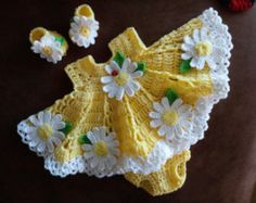 Crochet baby dress set with daisies :)
