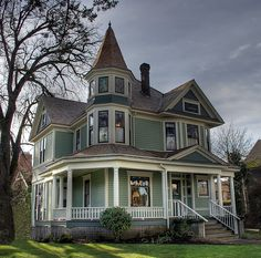 A fine house and a beautiful photograph Victorian Homes Exterior, Victorian Style Homes, Modern Victorian, Victorian Architecture, Architecture Design, Victorian Houses, Victorian Porch, Victorian Cottage, Victorian Design