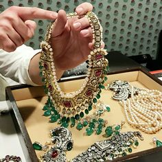Jewellery Travel With Elena Veselaya – Preeta Agarwal Workroom – BEAD Indian Jewelry Sets, Indian Wedding Jewelry, Indian Bridal, Bridal Jewelry, Stylish Jewelry, Fashion Jewelry, Bridal Jewellery Inspiration, Gems Jewelry, Beading Jewelry