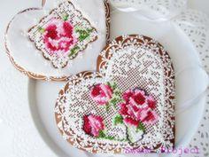 . Flower Sugar Cookies, Lace Cookies, Heart Cookies, Cupcake Cookies, Bolacha Cookies, Galletas Cookies, Cookie Icing, Royal Icing Cookies, Cookie Factory